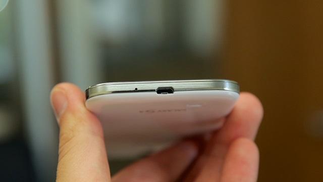 Pakistan'da Bir Samsung Galaxy S4'ün USB Yuvası Yandı