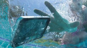 Suya Düşen Telefonu Nasıl Kurtarırsınız?